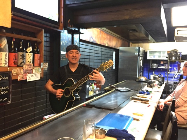 HIdeki playing Blackbird at Teppan Tavern Tenamonya