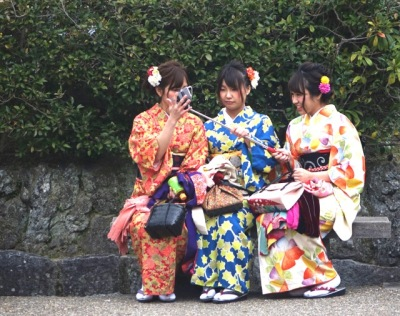 Kimono selfies